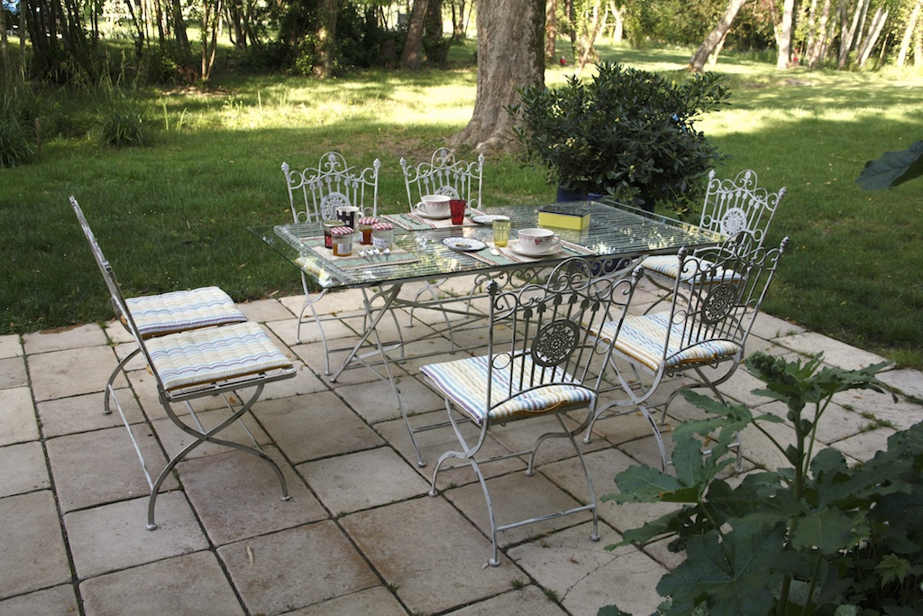 Simple outdoor patio ideas for Easy garden patio ideas